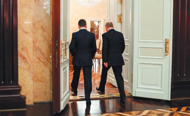 Зачем Путин сменил правительство?